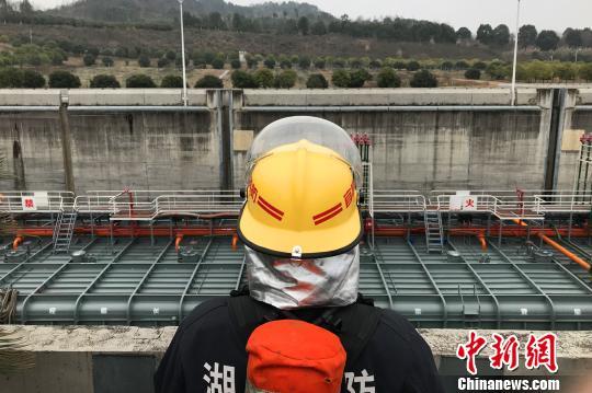 """三峡大坝""""消防护卫队"""":护航船闸15年""""零事故"""""""