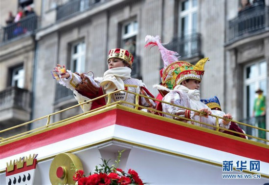 """(国际)(5)德国科隆狂欢节迎来""""玫瑰星期一""""大游行"""