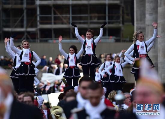 """(国际)(1)德国科隆狂欢节迎来""""玫瑰星期一""""大游行"""