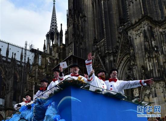 """(国际)(6)德国科隆狂欢节迎来""""玫瑰星期一""""大游行"""
