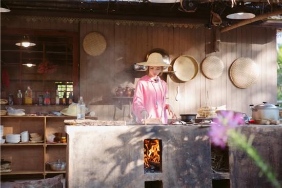 《哈哈农夫》杨超越回农村 土灶台掌勺当主厨