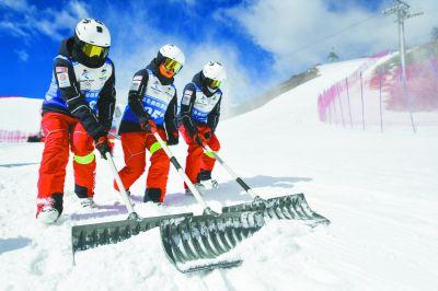 备战北京冬奥会 首条竞赛级冰状雪道亮相崇礼