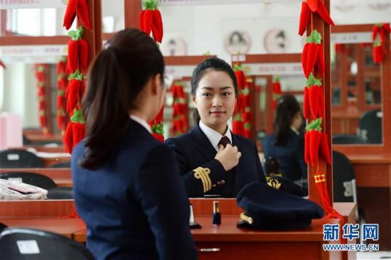 #(新华视界)(1)安徽合肥:女飞行员筑梦蓝天写青春