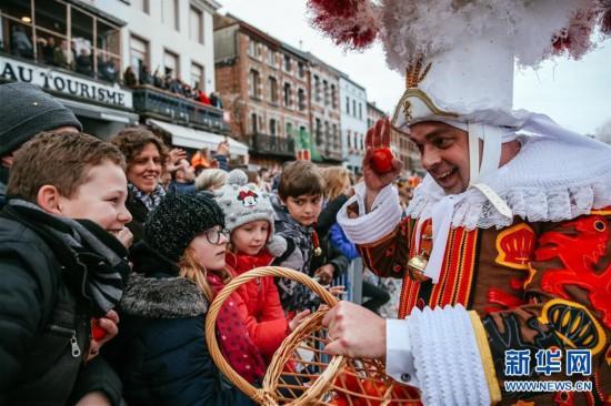 (国际)(1)比利时班什狂欢节迎来高潮