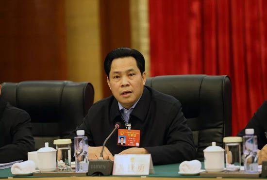 黄世勇代表:国家在解决发展不平衡等方面提供更多的资源要素