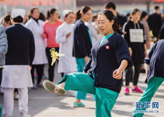 (体育)(3)全民健身——趣味运动迎三八妇女节
