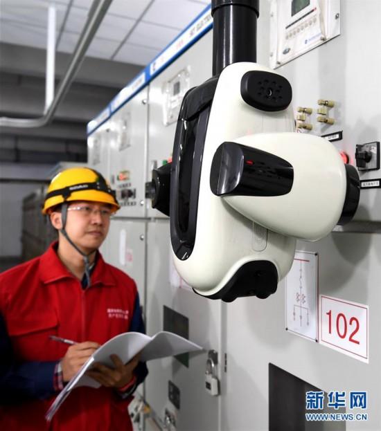 (社会)(2)新型电力智能巡检机器人在石家庄投入使用