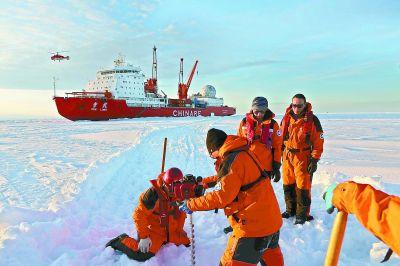 """""""雪龙""""号极地考察破冰船抵达上海"""