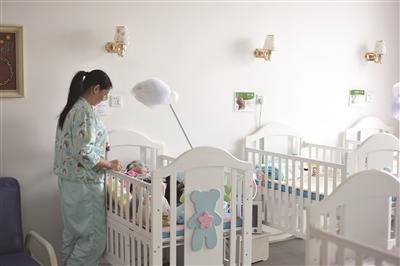 她们含泪微笑给重症儿童临终关怀也创造奇迹让患儿新生