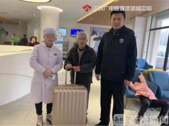 七旬聋哑老父到南京看望女儿迷路 女儿却说:不能来接