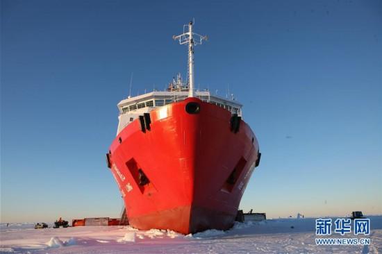 """冰山雪海探南极――""""雪龙""""号第35次南极科考航行记"""
