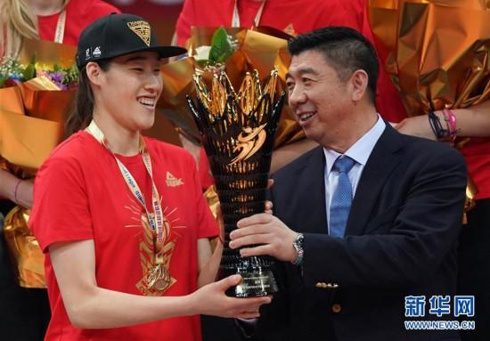 (体育)(11)排球――女排超级联赛:北京汽车夺冠