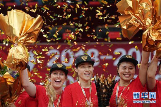 (体育)(17)排球――女排超级联赛:北京汽车夺冠
