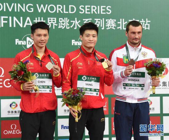 (体育)(10)跳水――国际泳联系列赛:杨健获男子10米跳台冠军