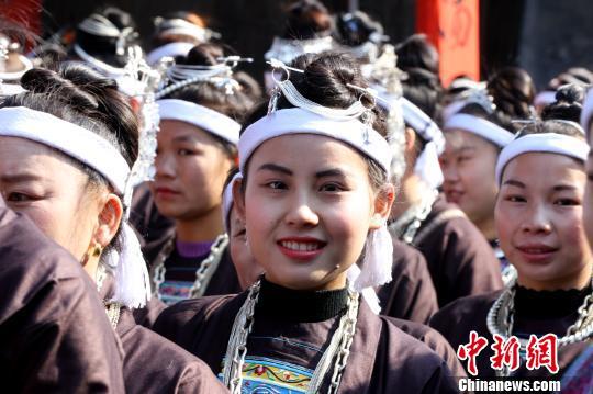 广西侗乡庙会展侗族风情传统戏剧吸睛