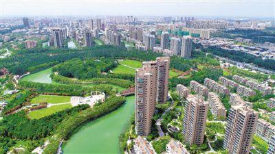 <p>  实施生态立区战略,加快推进大规模国土绿化,让宁夏山川天更蓝、地更绿、水更美。图为环境优美的银川市区。(资料图片) 本报记者 马楠 摄</p>