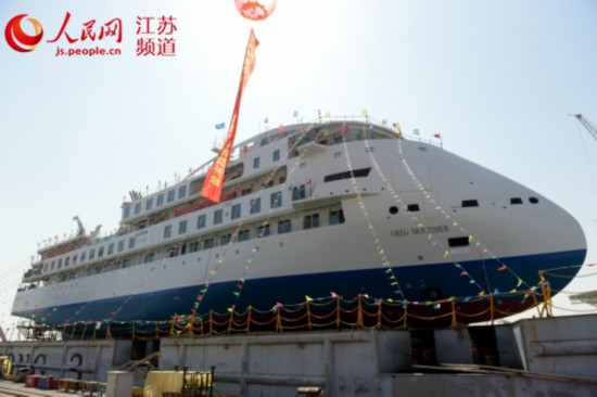 首艘国产极地探险邮轮在江苏南通下水