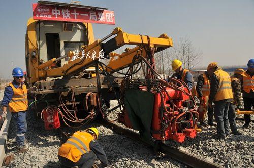 徐盐铁路盐城段开始长轨焊接 预计年底达到通车条件
