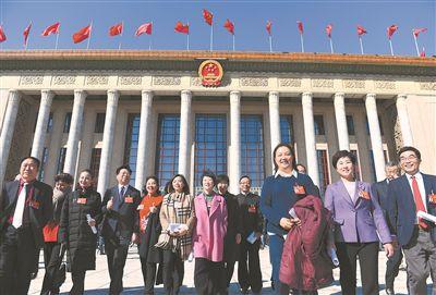 全國政協十三屆二次會議閉幕 委員信心滿滿步出大會堂