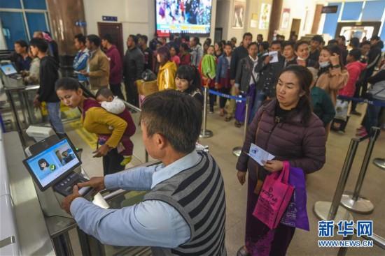 (图文互动)(1)云南瑞丽日通关过境人数超过4.9万人次