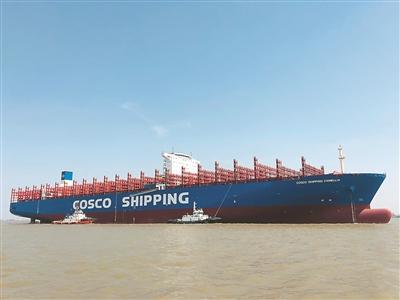 扬州造最大集装箱船出江试航 可装载1.35万个标准集装箱