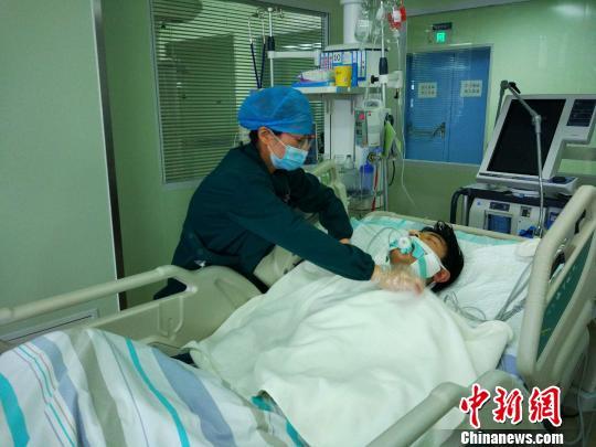 湖北宜昌:中學生遇車禍重傷昏迷七千余人次捐款