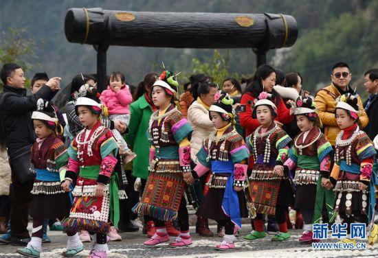 (社会)(3)贵州丹寨:翻鼓节 迎春耕