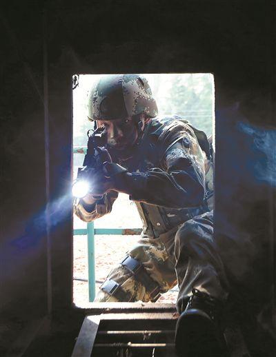 武警云南总队机动第一支队侦察行动综合演练