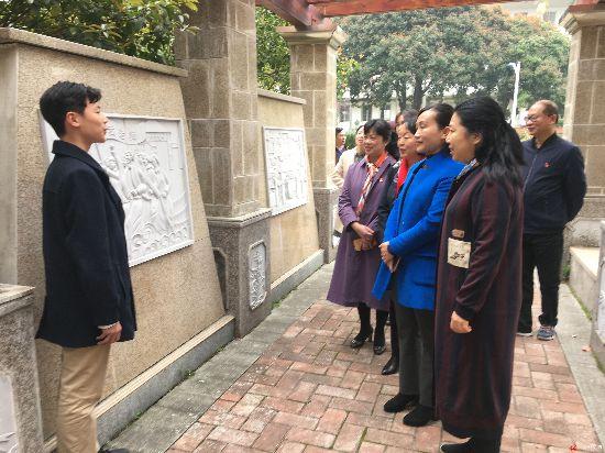 自治区妇儿工委办到柳州市调研中小学性别平等教育进课堂工作