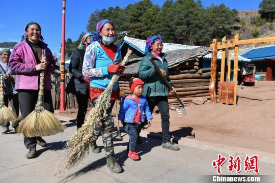 丽江牦牛坪巨变:68车垃圾带走村寨的贫困