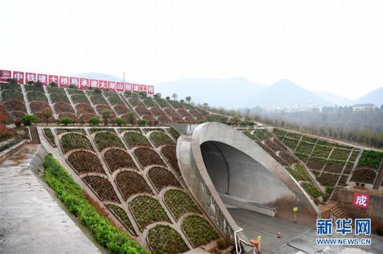 商合杭铁路太湖山隧道贯通