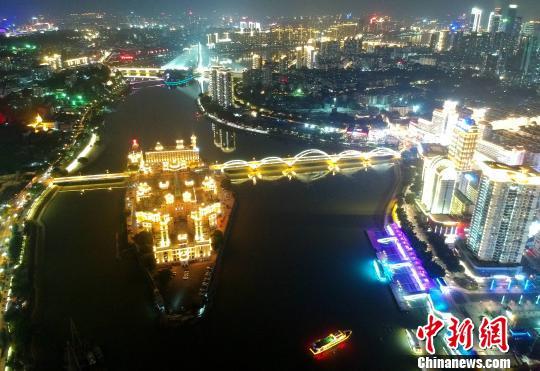 航拍夜色里的福州中洲岛