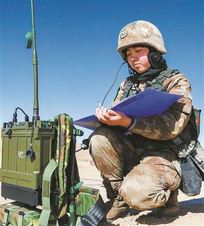西藏阿里军分区话务女兵:高原红柳映边关