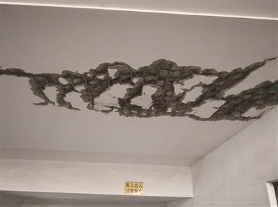 盲目施工 南京紫金佳苑小区地下车库楼板被挖坏