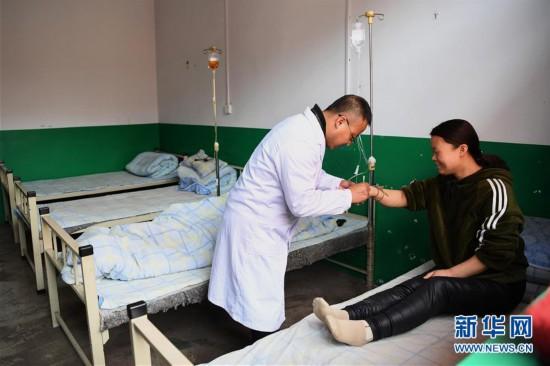 (图片故事)(1)住在卫生室里的村医