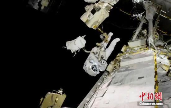 2019年首亮相:NASA宇航员为更换电池进行太空行走