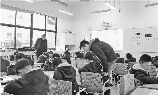 幸福是什么就是伙伴的课间补习老师的午间陪伴