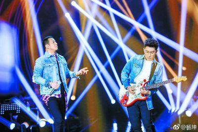"""杨坤回应""""油腻"""":中国太缺少油腻的歌手"""