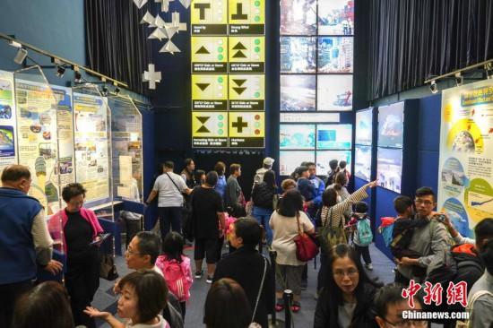 香港天文台开放日活动吸引多人参观