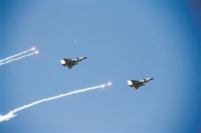东部战区空军航空兵某旅空战训练给飞行员更大自主空间