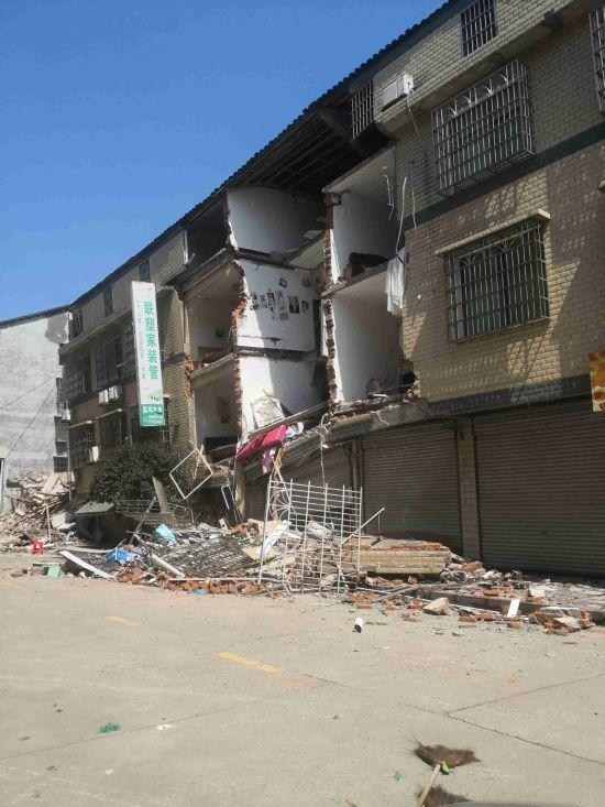 楼房垮塌|株洲一住宅楼一夜间垮塌 事发前地基3次下沉