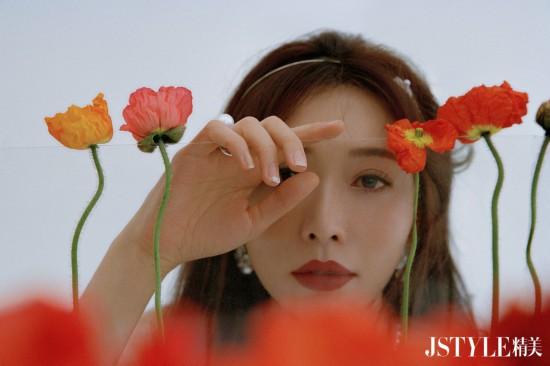 林志玲春日写真 置身花簇中温柔有力量