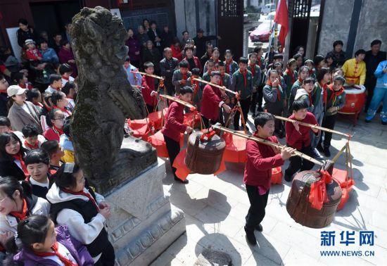 (社会)(2)浙江诸暨:古村落里体验清明习俗