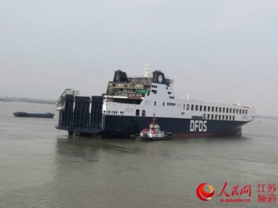 15500吨 国内最大货物滚装船在江苏扬州出坞