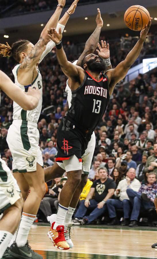 (体育)(11)篮球――NBA常规赛:雄鹿胜火箭