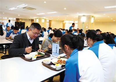 北京部分中小学幼儿园集中用餐陪餐制度调查走访