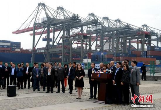 韩国瑜参观厦门海沧远海自动化码头