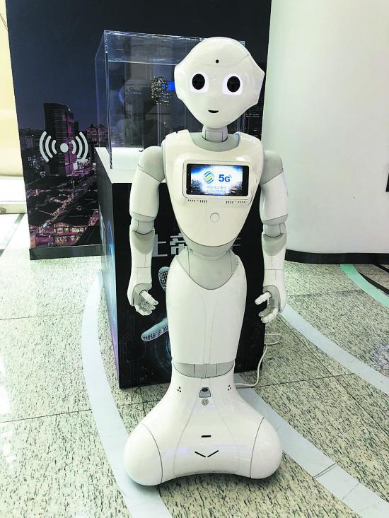 利用5G技术的AI机器人-成都 5G公交车 机器人 黑科技来了