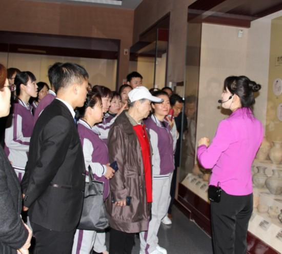 60名养老服务人员走进宁夏博物馆