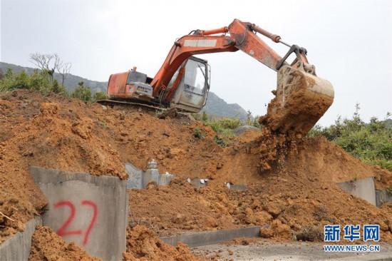 福州开展行动整治违建豪华活人墓